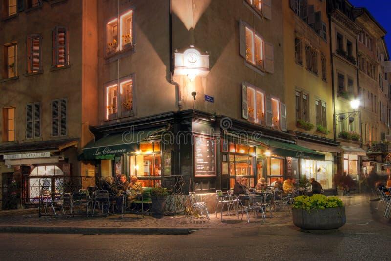 De la esquina café-haga compras en Ginebra, Suiza foto de archivo