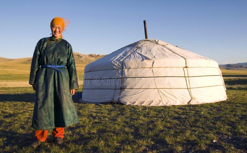 De la mujer mongol de la tienda concepto derecho al aire libre imagen de archivo libre de regalías