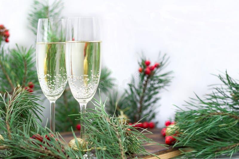 De la Navidad todavía del día de fiesta vida, chamán, ramas del pino, berr rojo fotografía de archivo libre de regalías