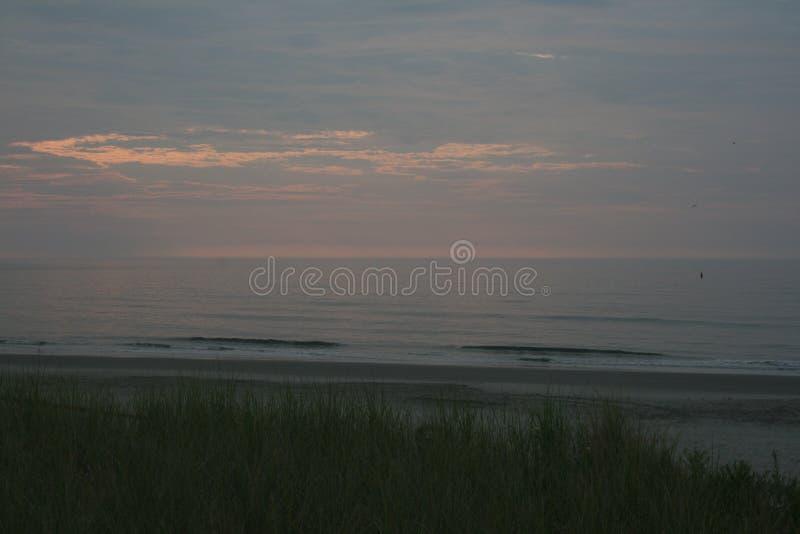 De la plage vers l'océan images stock