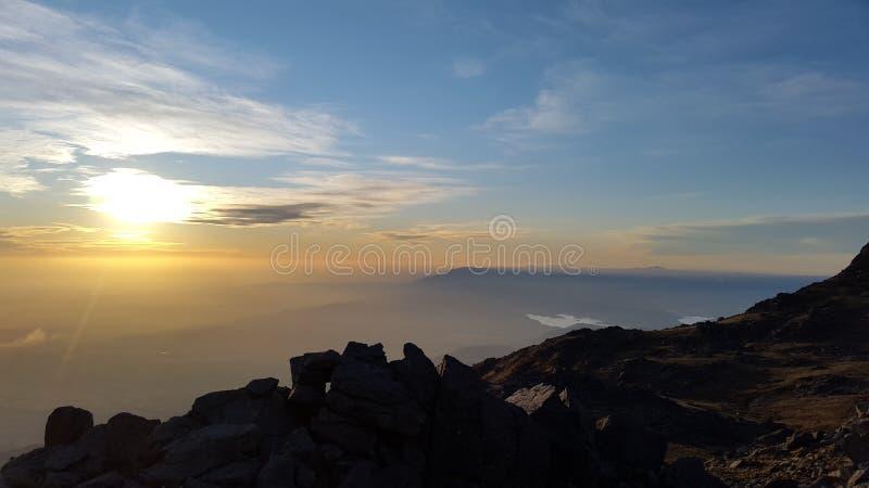de la puesta del sol montaña en la parte superior del rdoba del ³ del cÃ, la Argentina imagen de archivo libre de regalías