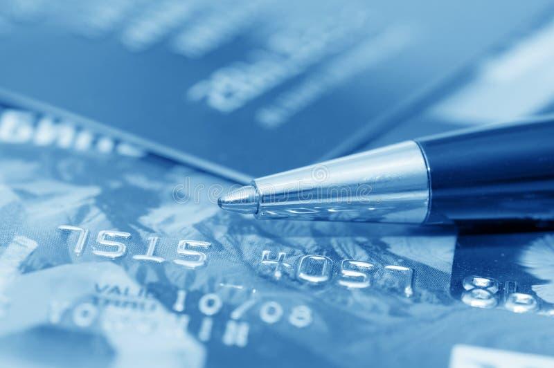 De la tarjeta de crédito y pluma fotos de archivo