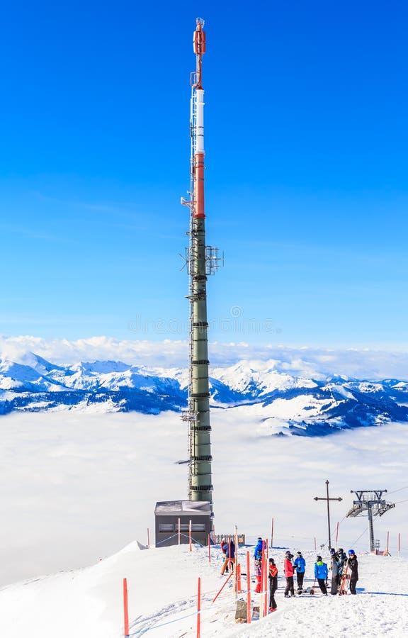 De la torre teléfono móvil fot en el top del ungüento de Hohe de la montaña imagen de archivo libre de regalías