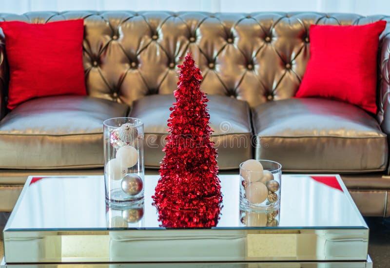 De laag en de koffietafel van de vakantiepartij in rood en wit als thema gehad decor stock foto