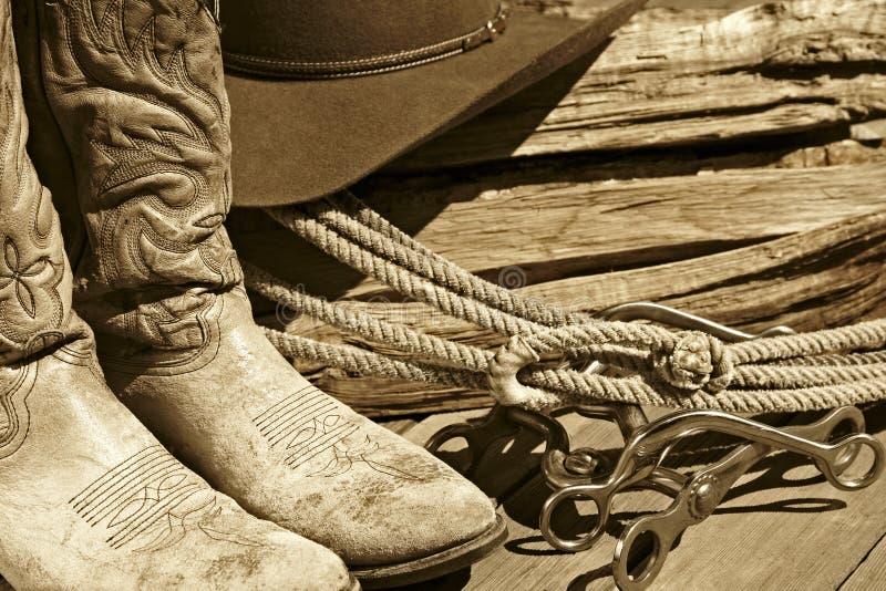 De Laarzen, de Hoed, de Kabel & de Bits van de cowboy (Sepia) stock foto