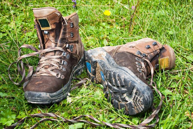 De laarzen van de berg stock fotografie