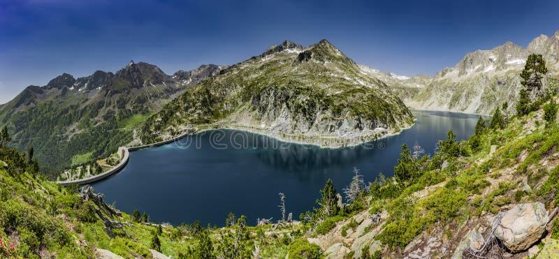 De Lac de Cap lang im Naturreservat Massif du Néouvielle lizenzfreie stockfotografie