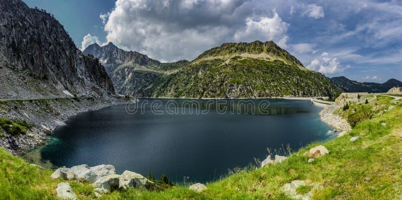 De Lac de Cap lang im Naturreservat Massif du Néouvielle stockbild