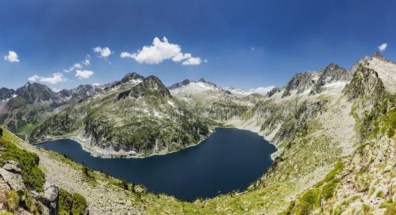 De Lac de Cap lang im Naturreservat Massif du Néouvielle lizenzfreie stockbilder