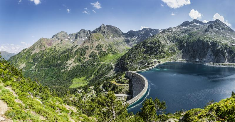 De Lac de Cap lang im Naturreservat Massif du Néouvielle lizenzfreies stockfoto