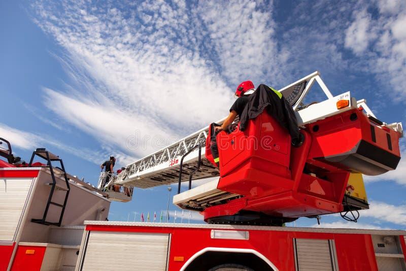 De ladder van de brandvrachtwagen stock foto's