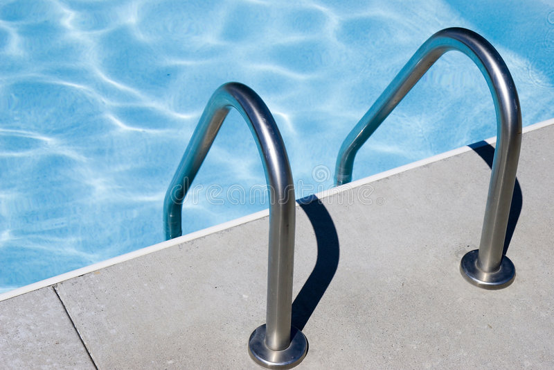 De ladder van de pool stock afbeelding