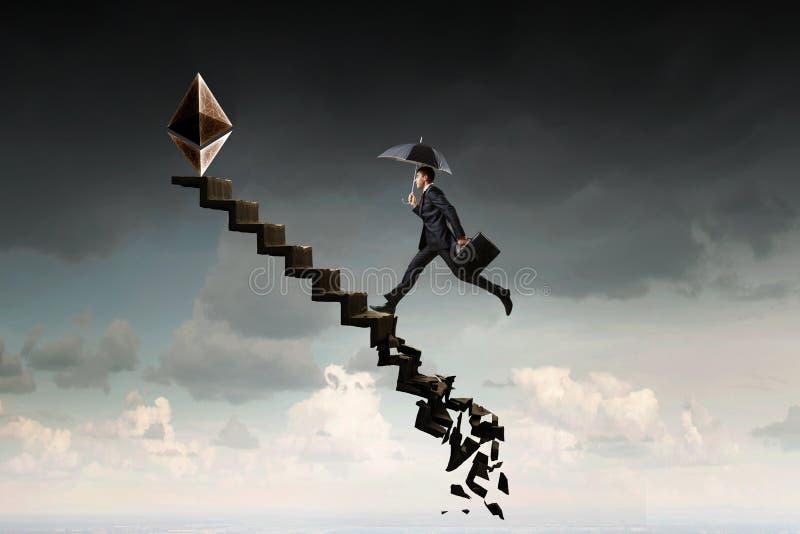 De ladder van het Cryptocurrencysucces in de hemel stock foto