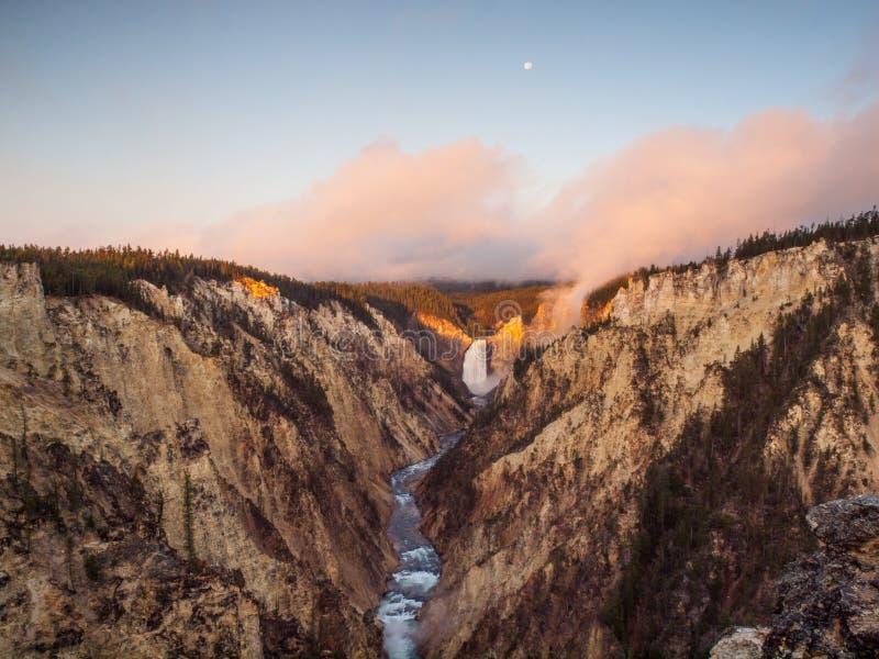 De Lagere Dalingen van de overzichtszonsopgang, Yellowstone NP, de V.S. stock afbeelding