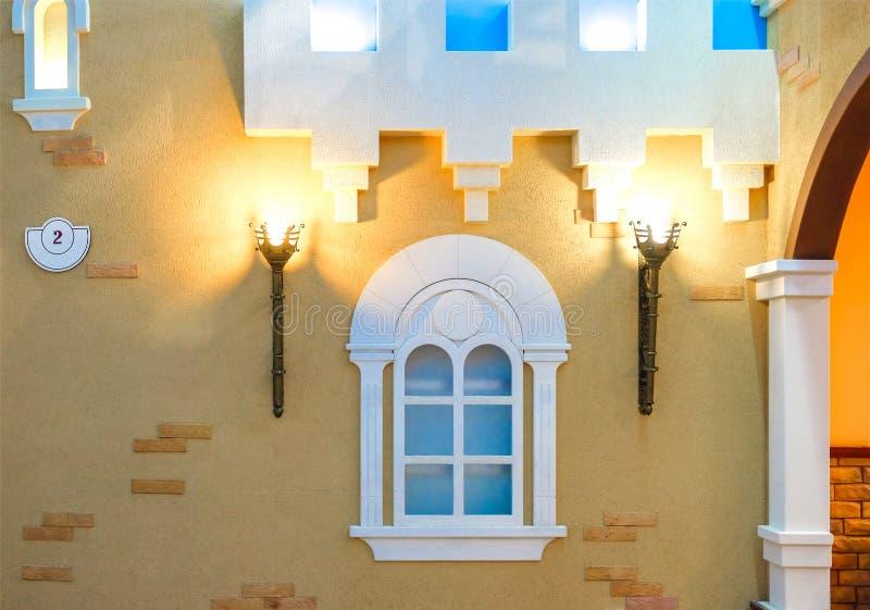 De lamp in de flat, als medio-toortstoorts wordt gemaakt in het kasteel dat royalty-vrije stock fotografie