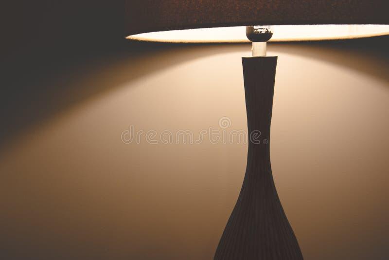 De lamp van de hotelslaapkamer Voorwerp en binnenlands concept Toevlucht en Vakantiethema stock afbeelding