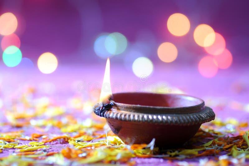 De lampen van kleidiya tijdens Diwali-Viering worden aangestoken die Groetenkaart DE royalty-vrije stock foto's