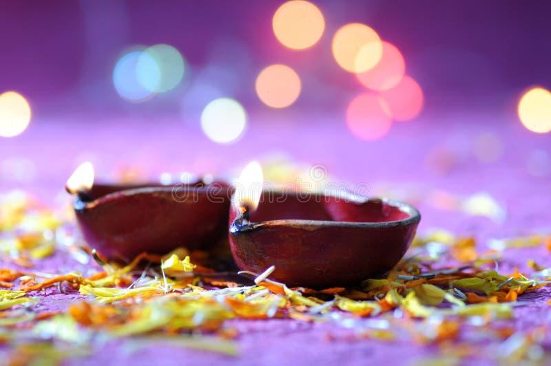De lampen van kleidiya tijdens Diwali-Viering worden aangestoken die Groetenkaart DE royalty-vrije stock afbeeldingen