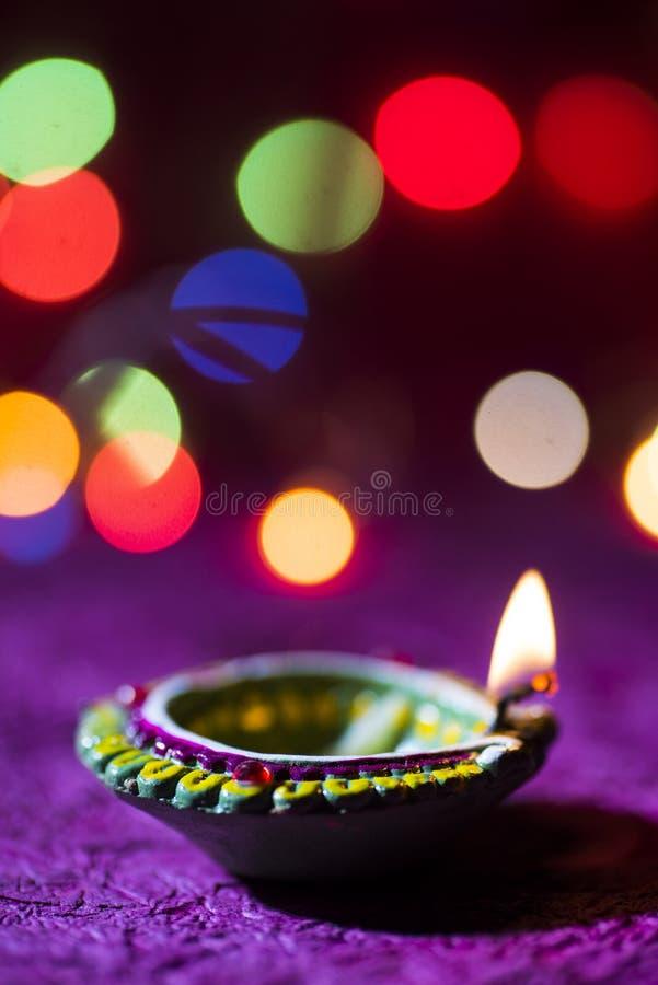 De lampen van kleidiya tijdens Diwali-Viering worden aangestoken die Groetenkaart DE royalty-vrije stock afbeelding