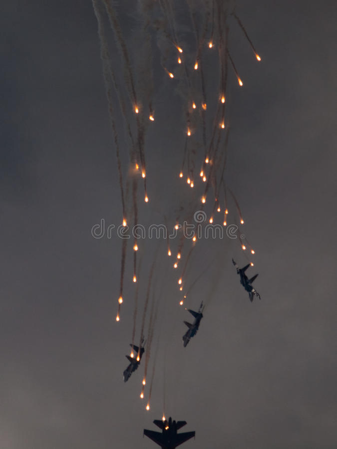 De lanceringenvuurwerk van groepsvliegtuigen royalty-vrije stock foto