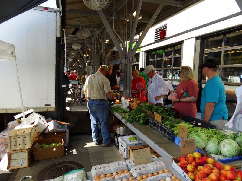 De Landbouwersmarkt van de Roanokestad stock foto