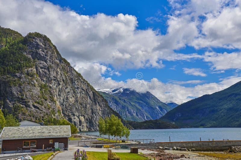 De Landschappen van Noorwegen door de Fjorden stock foto