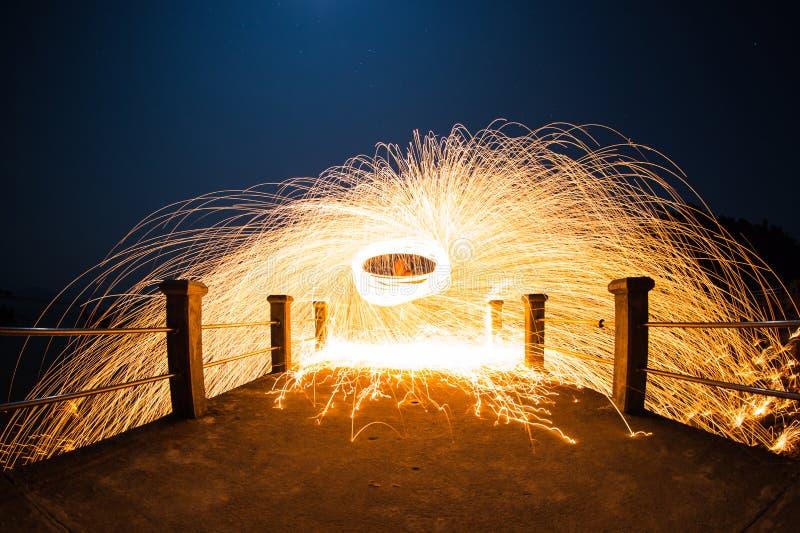De lange blootstelling van staalwol begint van licht stock foto's