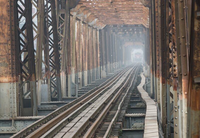 De de lange Brug en spoorweg van Bien in Hanoi 2018 royalty-vrije stock afbeelding