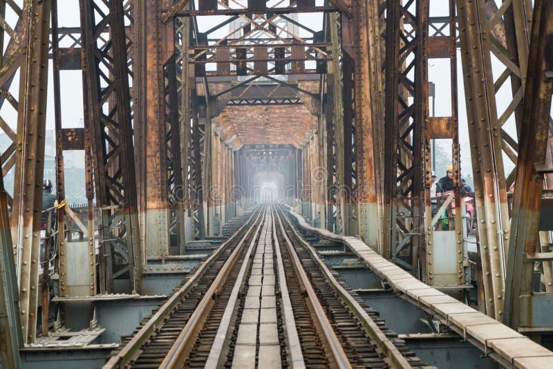 De de lange Brug en spoorweg van Bien in Hanoi 2018 stock afbeelding