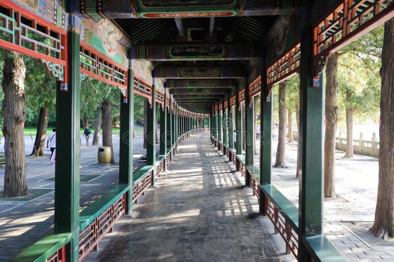 De lange Gang bij het Paleis Peking van de Zomer stock foto's