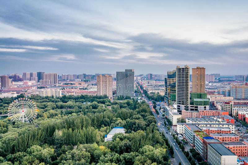 De lange mening van ferris rijdt in qingchengpark, Hohhot, Binnenmongolië, China stock foto's