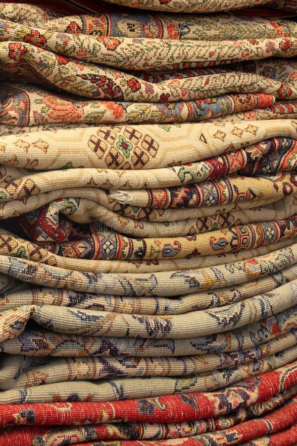 De lange Perzische Tapijten van de Stapel stock foto