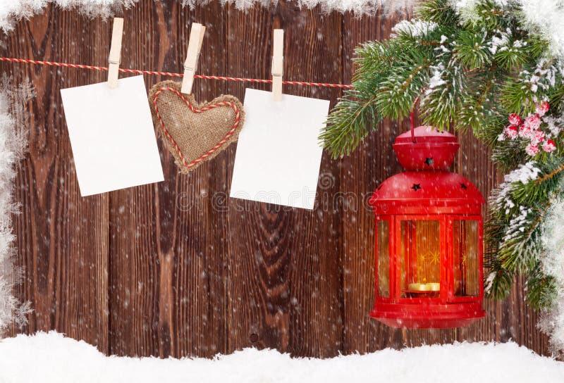 De lantaarn en de fotokaders van de Kerstmiskaars stock foto's