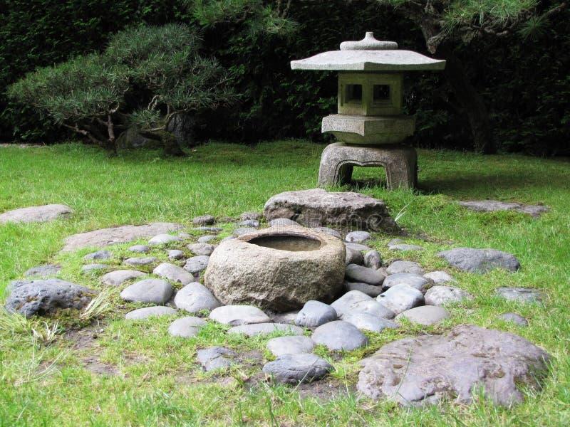 Download De lantaarn van de steen stock afbeelding. Afbeelding bestaande uit east - 10780251