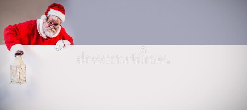 De lantaarn van de holdingskerstmis van de Kerstman royalty-vrije stock afbeelding