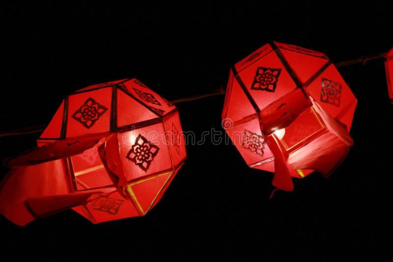 De lantaarnlamp van close-up Rode Lanna in Loy Kratong Festival, of vraag Yee Peng Festival bij noordelijk van Thailand stock foto's