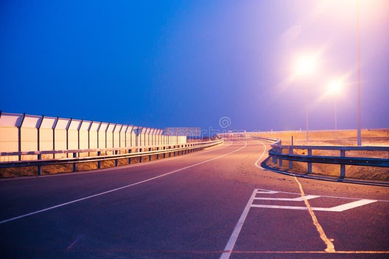 De lantaarnpalen van de wegverlichting stock foto's