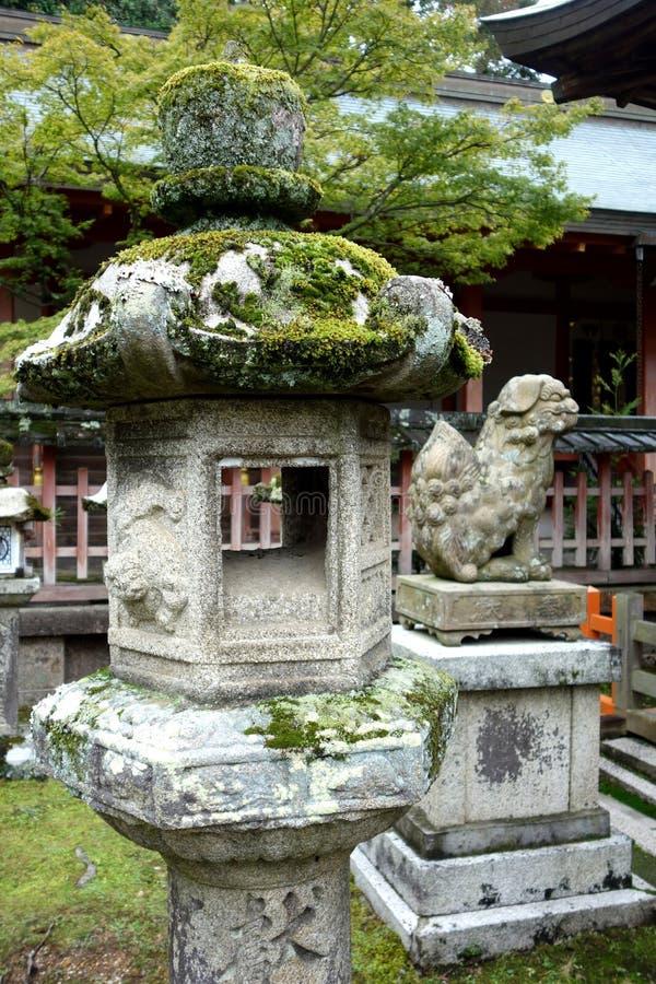 De Lantaarns Nara, Japan van de steen stock afbeeldingen