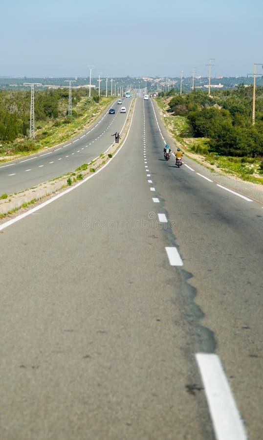 De largo autopista derecho agitada en Marruecos imagen de archivo libre de regalías