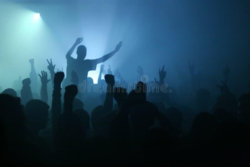 De las manos concierto de rock para arriba - fotos de archivo libres de regalías