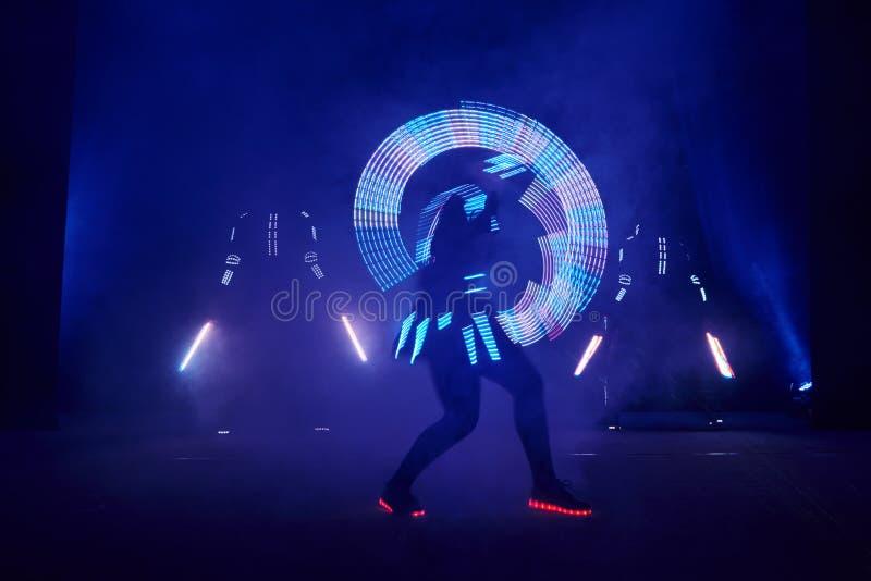 De laser toont prestaties, dansers in geleide kostuums met LEIDENE lamp, de zeer mooie prestaties van de nachtclub, partij royalty-vrije stock foto