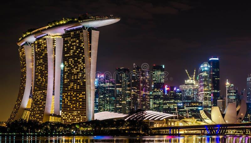De laser toont van Singapore Marina Bay Sand en Tuin door de Baai royalty-vrije stock fotografie