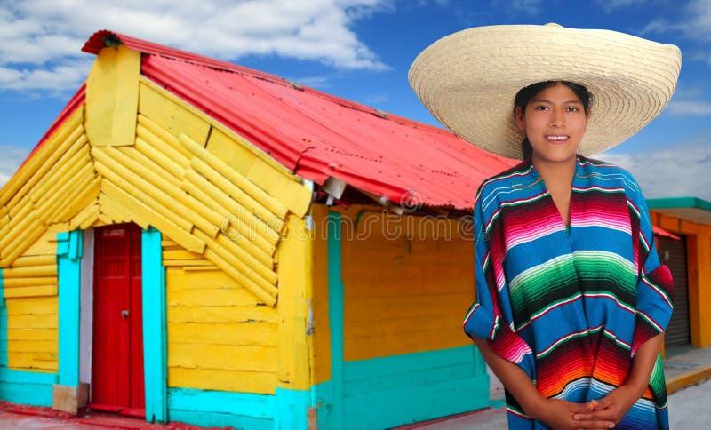 De Latijnse Mexicaanse Spaanse vrouw van de sombreroponcho stock fotografie