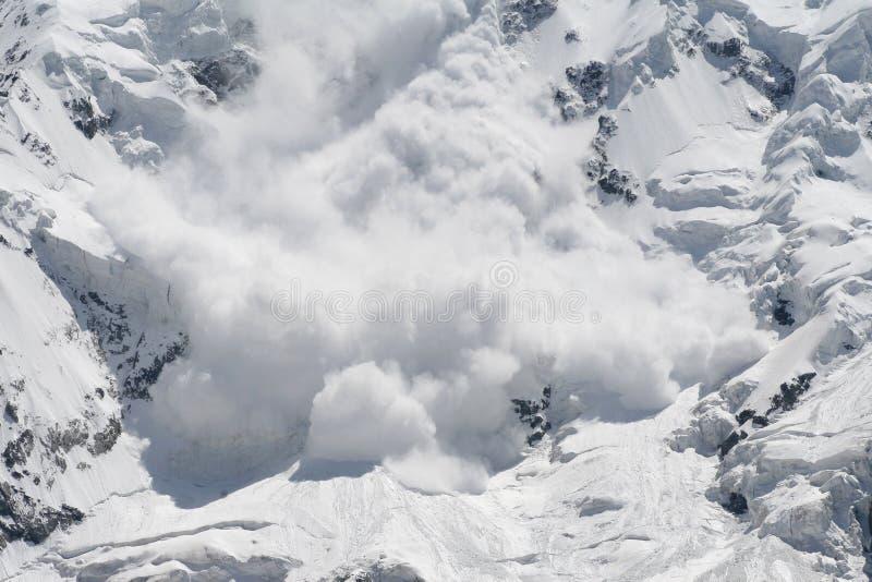 De lawine van de sneeuw stock afbeelding