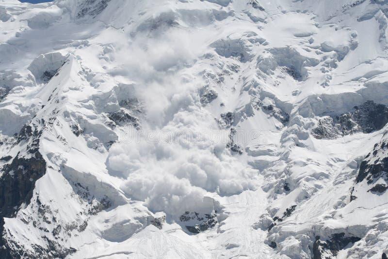 De lawine van de sneeuw stock foto's