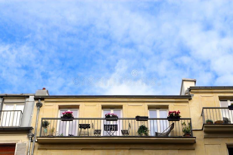 De leefruimte van het de flatbalkon van Parijs royalty-vrije stock foto