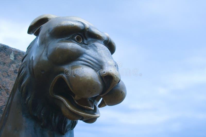 De leeuw van het metaal in Heilige Petersburg, Rusland stock fotografie