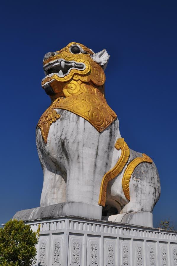 De Leeuw voor de tempel en het paleis royalty-vrije stock afbeelding
