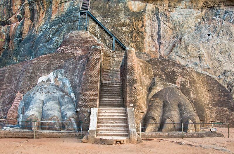 De Leeuwen Paw Rock Entrance At Sigiriya, Sri Lanka stock afbeelding