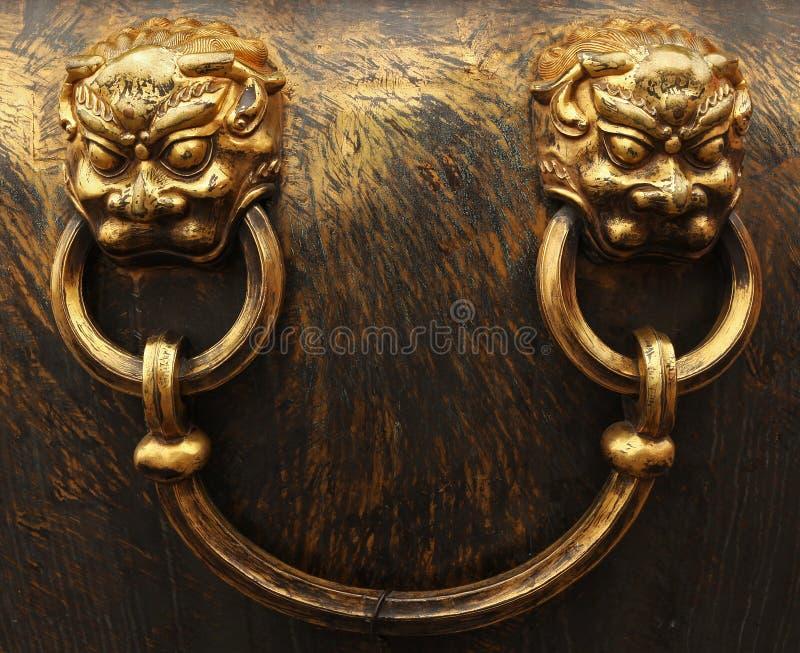 De leeuwhoofden van het brons. Verboden Stad in Peking royalty-vrije stock afbeeldingen